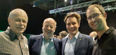 """Herbert Schug (links) und Daniel Schoppelrey (rechts) mit dem Fraktionsvorsitzenden Ludwig Hartmann (2. von rechts) und Hans-Josef Fell, der auf Einladung des Ortsverbands am 2. März im Haus der Begegnung zum Thema """"100% erneuerbare Energien"""" spricht."""