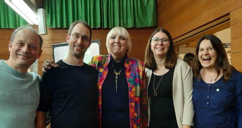 Das Foto zeigt von links: Matthias Braun, Daniel Schoppelrey, MdB Claudia Roth, Sandra Räder, Sabine Braun.